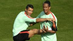 Indosport - Cristiano Ronaldo dan Bruno Alves latihan bersama Timnas Portugal