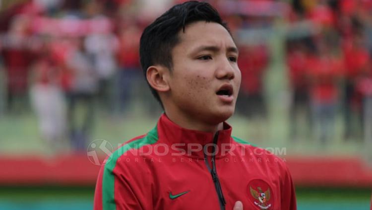 Syahrian Abimanyu saat menyanyikan lagu Indonesia Raya. Copyright: Fitra Herdian/INDOSPORT