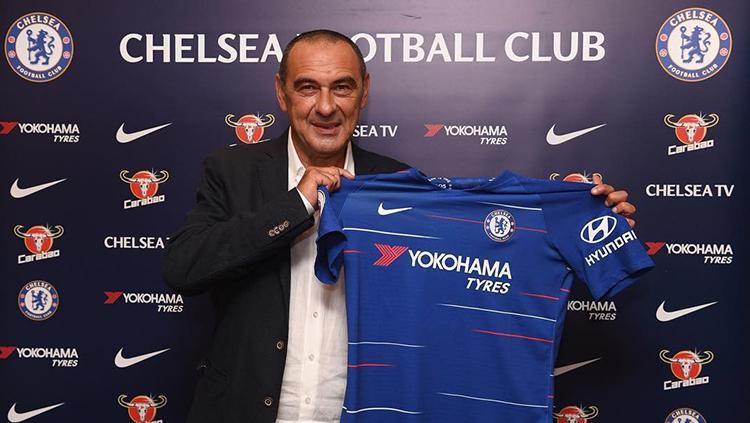 Maurizio Sarri resmi dikontrak Chelsea. Copyright: Chelsea