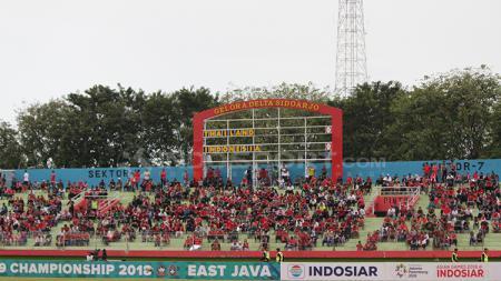 Situasi penoton laga perebutan juara ketiga Piala AFF U-18. - INDOSPORT
