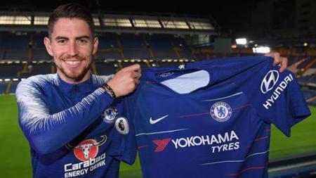 Jorginho saat diperkenalkan bergabung dengan Chelsea. - INDOSPORT