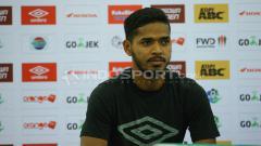 Indosport - Hasim Kipuw di sesi konferensi pers PSM Makassar.
