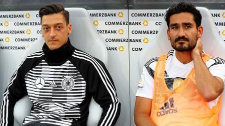 Mesut Ozil dan Ilkay Gundogan, dua gelandang tengah Timnas Jerman di Piala Dunia 2018. - INDOSPORT
