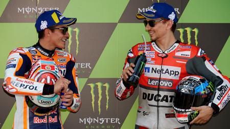 Marc Marquez (kiri) dan Jorge Lorenzo, dua pembalap MotoGP. - INDOSPORT