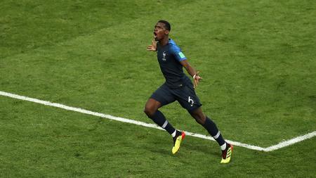 Paul Pogba merayakan gol yang dicetaknya ke gawang Kroasia. - INDOSPORT