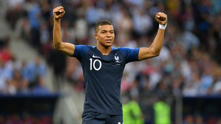 Kylian Mbappe mencetak gol keempat Prancis ke gawang Kroasia. - INDOSPORT