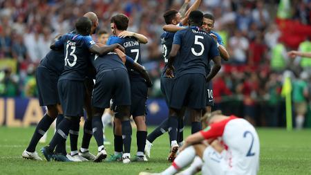 Para pemain Prancis merayakan keberhasilan menjadi juara Piala Dunia 2018. - INDOSPORT