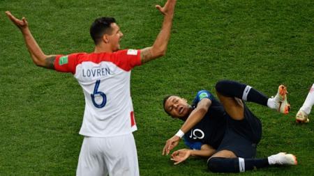 Dejan Lovren vs Kylian Mbappe - INDOSPORT