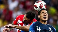 Indosport - Raphael Varane dan Dejan Lovren