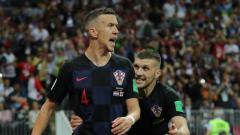 Indosport - Dari kiri Ivan Perisic dan Ante Rebic, dua pesepakbola Kroasia yang sedang diincar Manchester United