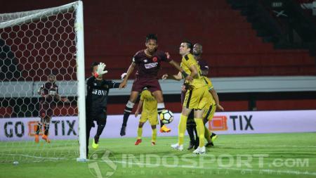 Gol M Rahmat saat PSM Makassar melawan Bhayangkara FC. - INDOSPORT