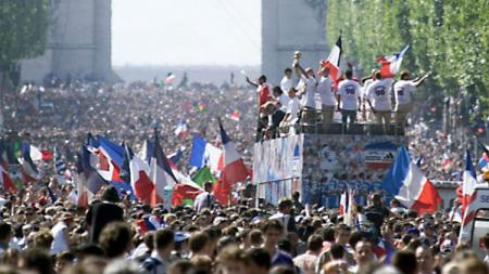Parade juara skuat Prancis tahun 1998. - INDOSPORT