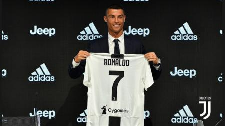 Juventus memperkenalkan Cristiano Ronaldo ke publik. - INDOSPORT