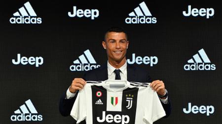 Cristiano Ronaldo saat diperkenalkan Juventus kepada publik. - INDOSPORT