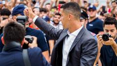 Indosport - Cristiano Ronaldo sapa awak media dan suporter Juventus.