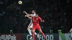 Indosport - Spasojevic berduel udara dengan Jaimerson.