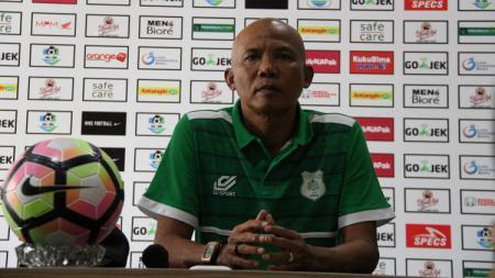 Suharto AD saat masih menjabat sebagai Asisten Pelatih klub Liga 2 PSMS Medan. - INDOSPORT