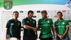 Indosport - Kedua pelatih dan pemain usai press conference berakhir.