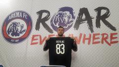 Indosport - Srdjan Ostojic saat diperkenalkan sebagai pemain asing baru Arema FC
