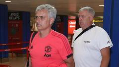 Indosport - Jose Mourinho jelang keberangkatan ke Amerika Serikat.
