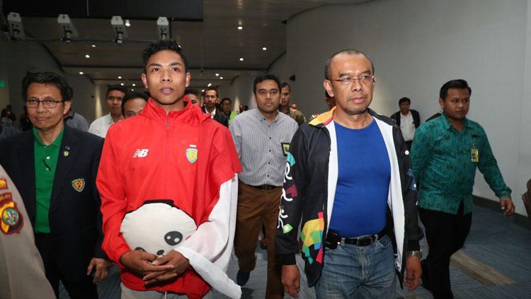Pelari Indonesia, Lalu Muhammad Zohri dan Gatot S Dewa Broto, Sekjend Kemenpora. Copyright: KEMENPORA