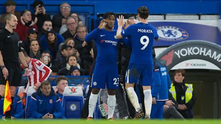 2 striker Chelsea, Michy Batshuayi dan Alvaro Morata. - INDOSPORT