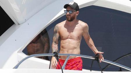 Lionel Messi ketika menikmati masa liburan di Ibiza, Spanyol. - INDOSPORT