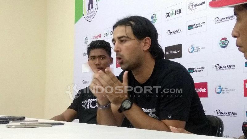 Pelatih PSIS Semarang, Vicenzo Alberto Annese. Copyright: Sudjarwo/Indosport.com