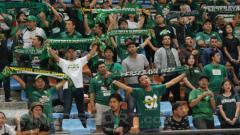 Indosport - Pendukung setia Persebaya Surabaya, Bonek saat laga menghadapi PSMS Medan.