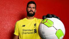 Indosport - Liverpool secara resmi memperkenalkan Alisson Becker sebagai kiper anyar mereka.