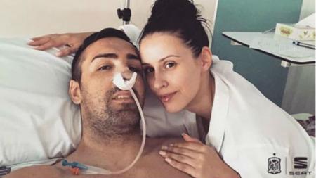 Eks Liverpool, Jose Enrique, saat menjalani operasi tumor otak langka. - INDOSPORT