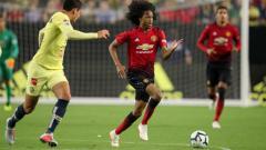 Indosport - Perkembangan yang ditunjukkan pemain muda Manchester United, Tahith Chong, membuat Ole Gunnar Solskjaer pusing tujuh keliling untuk meramu skuat utamanya