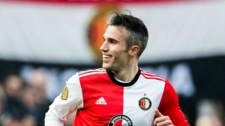Pemain Feyenoord, Robin van Persie mengakhiri karir sepak bola profesional di usia 35 tahun. - INDOSPORT