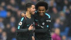 Indosport - Willian dan Eden Hazard sedang merayakan gol untuk Chelsea.