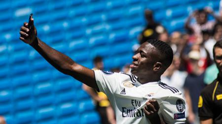 Vinicius Junior selfi saat di Madrid. - INDOSPORT
