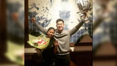 Indosport - Greysia Polii dilamar oleh sang kekasih, Felix Djimin.