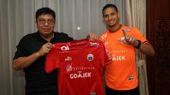 Indosport - Gede Widiade saat perkenalkan Renan Silva kepada publik.