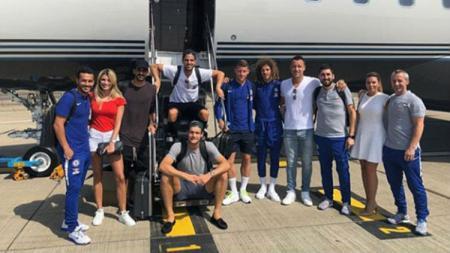 Sejumlah pemain Chelsea menghadiri pesta pernikahan Cesc Fabregas di Ibiza. - INDOSPORT