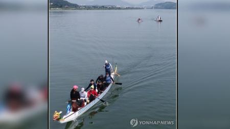 Atlet dayung Korea Selatan dan Korea Utara saat latihan bersama jelang Asian Games 2018. - INDOSPORT