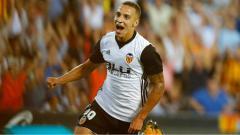 Indosport - Raksasa sepak bola LaLiga Spanyol, Barcelona, kabarnya tengah membidik striker Valencia ini sebagai alternatif dari Olivier Giroud dan Lautaro Martinez.