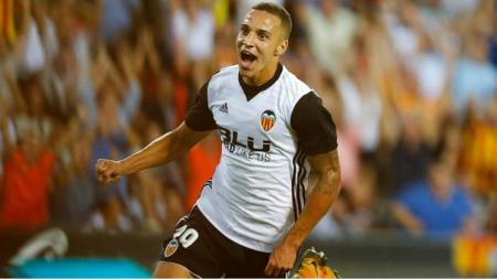Raksasa sepak bola LaLiga Spanyol, Barcelona, kabarnya tengah membidik striker Valencia ini sebagai alternatif dari Olivier Giroud dan Lautaro Martinez. - INDOSPORT