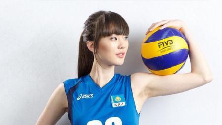 Atlet voli asal Kazakhstan, Sabina Altynbekova, terkesan saat salah satu netizen di media sosial Instagram memajang foto dirinya. - INDOSPORT