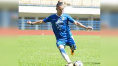Indosport - Kim Kurniawan latihan bersama Persib Bandung.