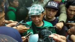 Indosport - Pentolan Bonek Andie Peci turut buka suara usai Persebaya Surabaya sukses menjadi juara turnamen pra musim Piala Gubernur Jatim 2020.
