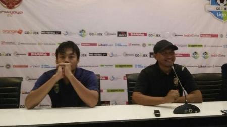 Rahmad Darmawan (kanan) resmi mengundurkan diri dari Sriwijaya FC. - INDOSPORT