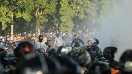 Kerusuhan Suporter PSIM Yogyakarta vs PSS Sleman. - INDOSPORT