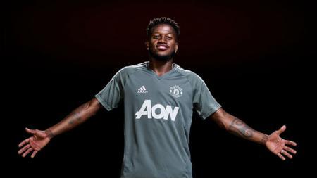Fred saat resmi diperkenalkan Man United. - INDOSPORT