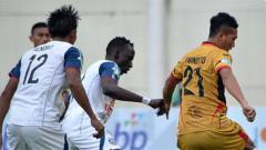 Indosport - Suasana jalannya pertandingan Mitra Kukar vs Arema FC di Liga 1 2018.