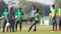 Indosport - Fakhri Husaini pimpin langsung latihan Timnas U-16.