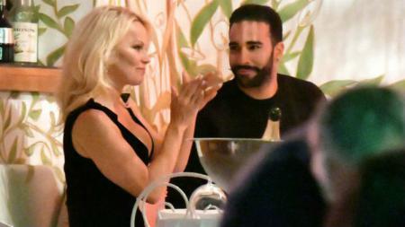Pamela Anderson dan Adil Rami - INDOSPORT